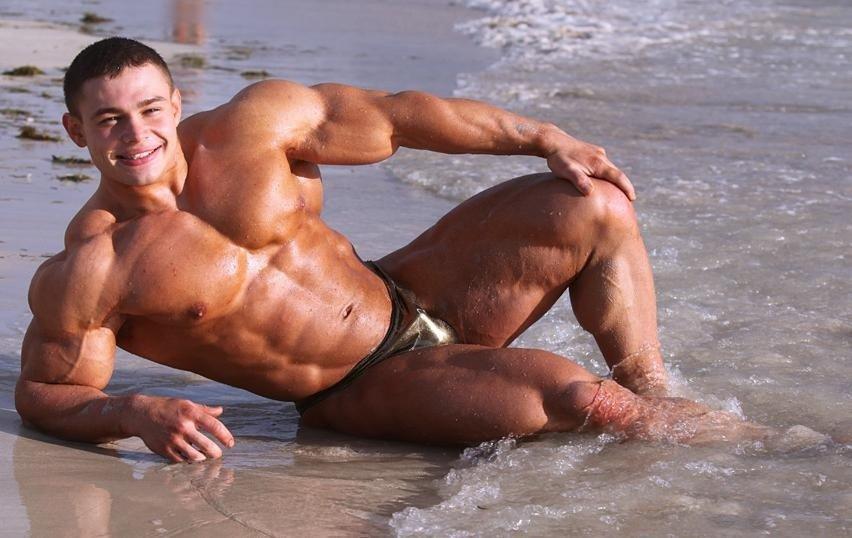 Голые Толстухи На Пляже Видео