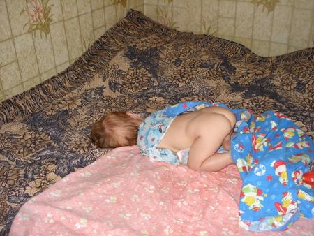Голый Маленький Мальчик Спит