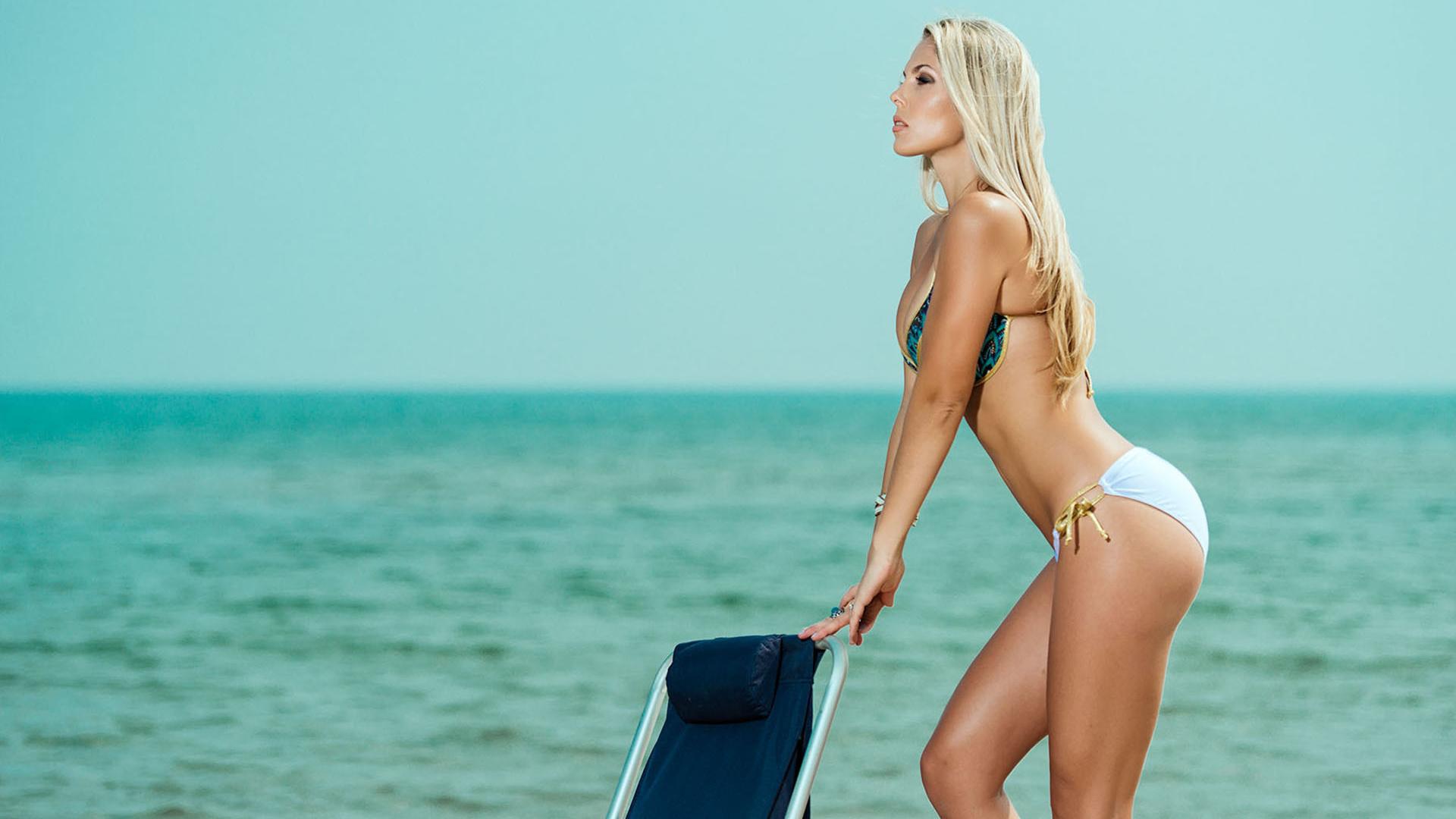 Красивая Голая Блондинка На Пляже