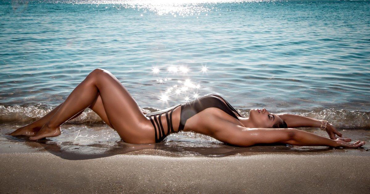 Очень Голая На Пляже