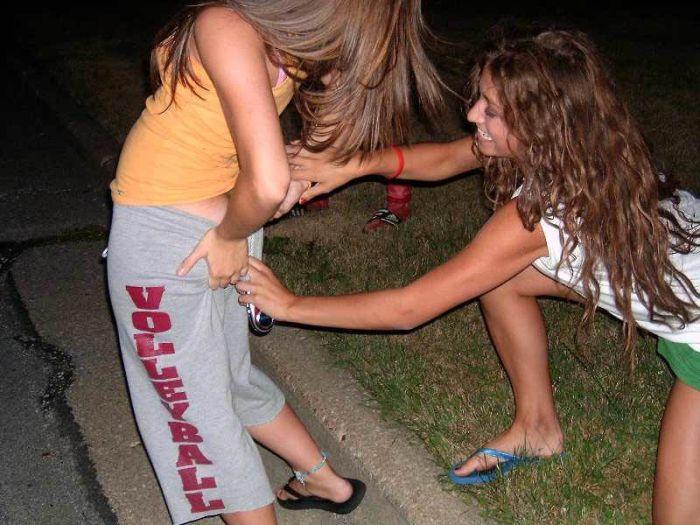 Пьяные Девушки Показывают Свое Голое Тело