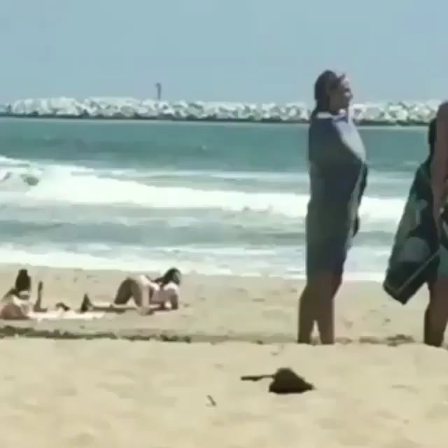 Скрытая Камера Голые Онлайн На Пляже